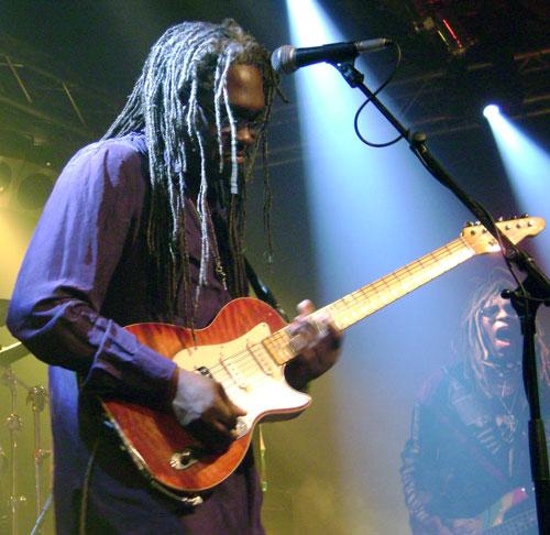 dewayne-blackbyrd-mcknight-live